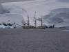 Антарктида, парусник среди льдов