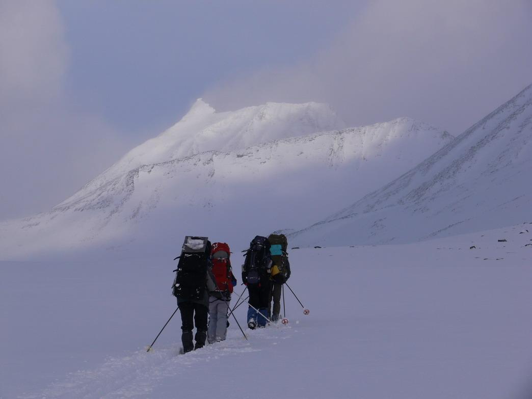 Швеция, вверх по долине  Kaskasavagge