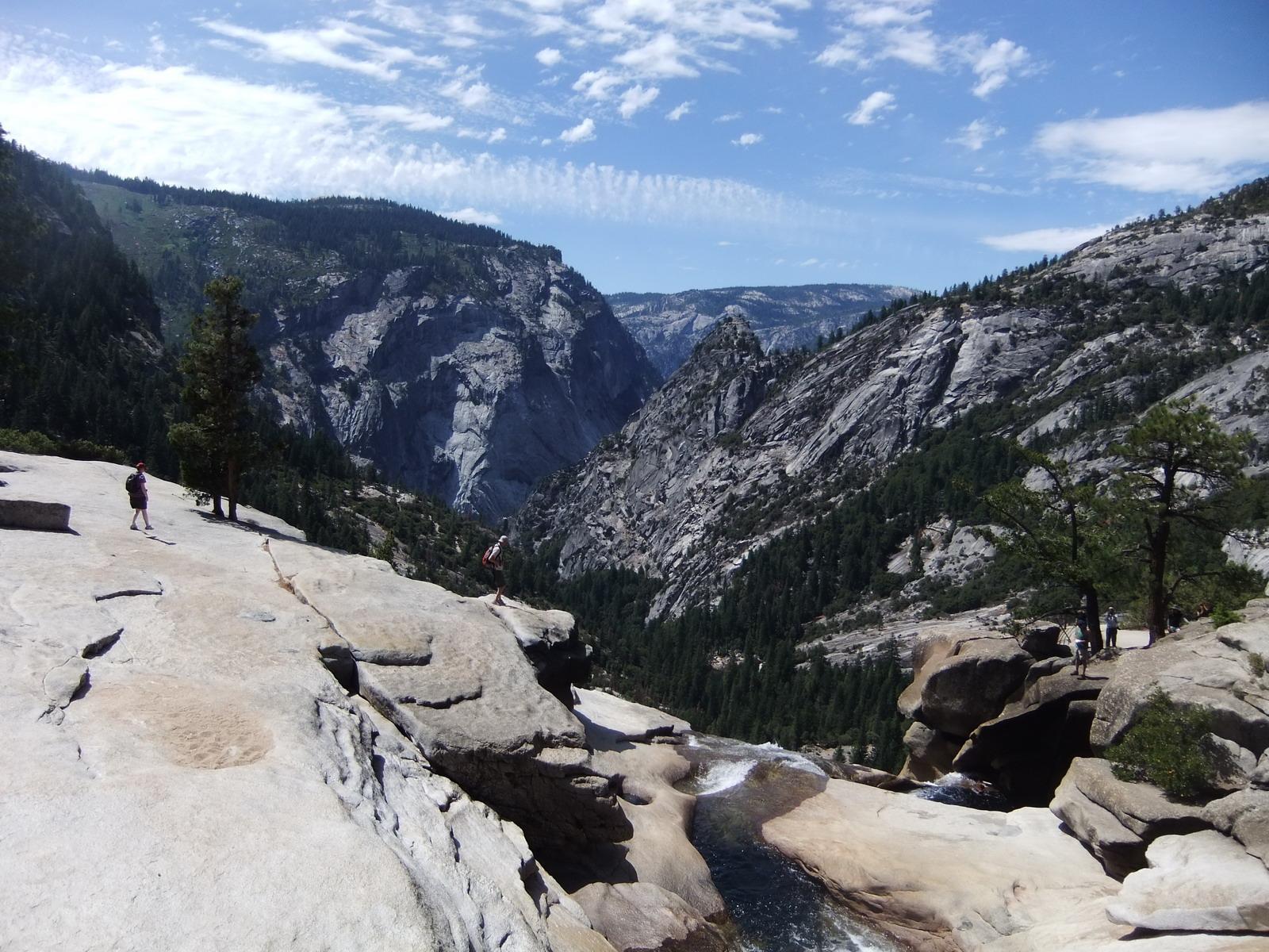 США, Виды Yosemite, над водопадом  Nevada Fall
