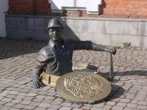 Рыбинск, памятник лучезарному водопроводчику