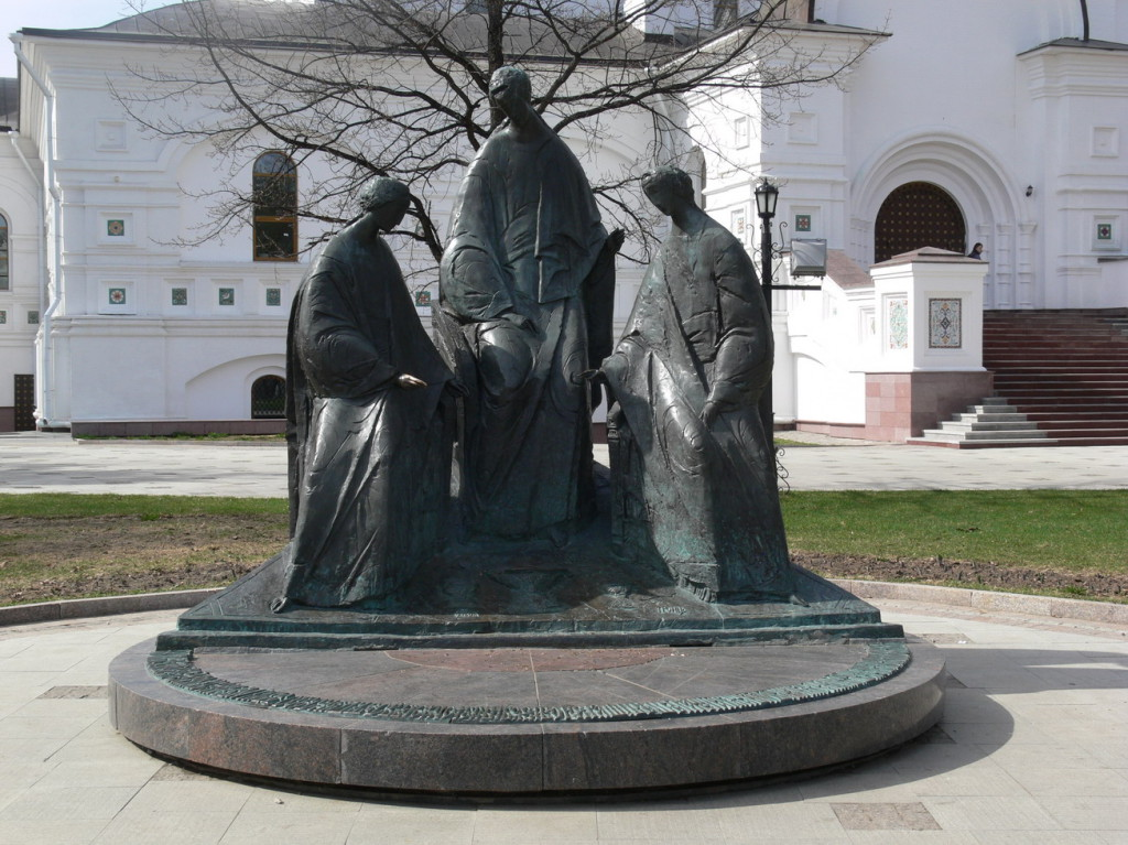 Ярославль, скульптура Святой троицы